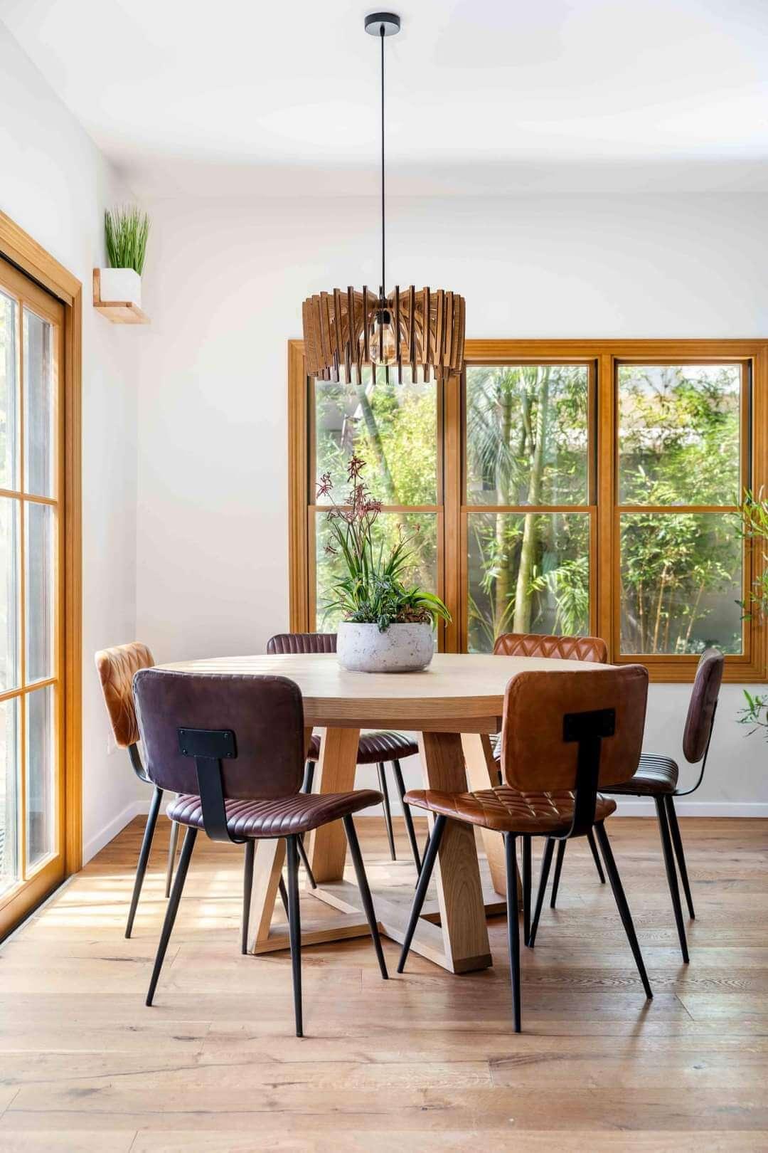 חלון עץ מעוצב
